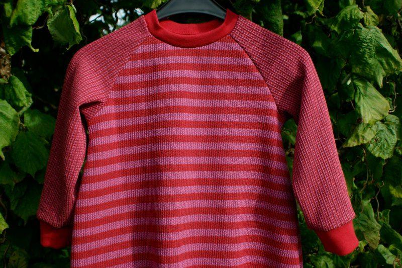 Kleinesbild - Baby Kleid KNIT KNIT STREIFEN Bio-Baumwolle Gr.80 rot rosa Albstoffe Jacquard GOTS Ballonkleid