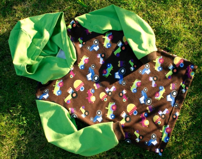 Kleinesbild - Kapuzenshirt TRECKER bunt grün braun Gr.110/116