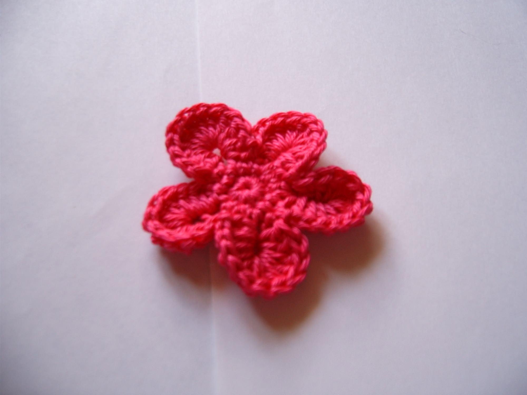 Kleinesbild - Häkelblüten und Blätter