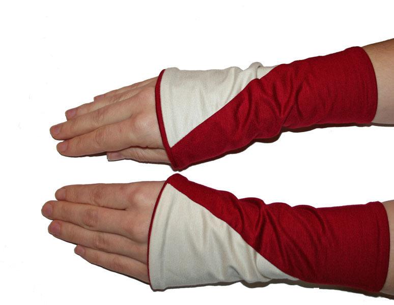 - Mira Armstulpen zum Wenden (diagonal) rot mit cremeweiß oder rot mit hellgrau - Mira Armstulpen zum Wenden (diagonal) rot mit cremeweiß oder rot mit hellgrau