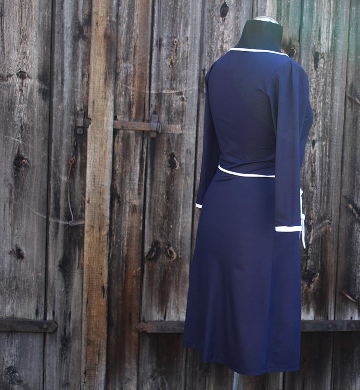 Kleinesbild - Wickelstylekleid mit Dreiviertelarm  Gr. 38 in dunkelblau mit weiß