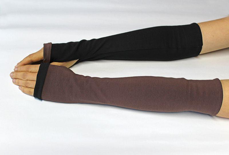 Kleinesbild - Wendestulpen mit Daumenloch, lang, aus BioBaumwolle in schwarz/braun