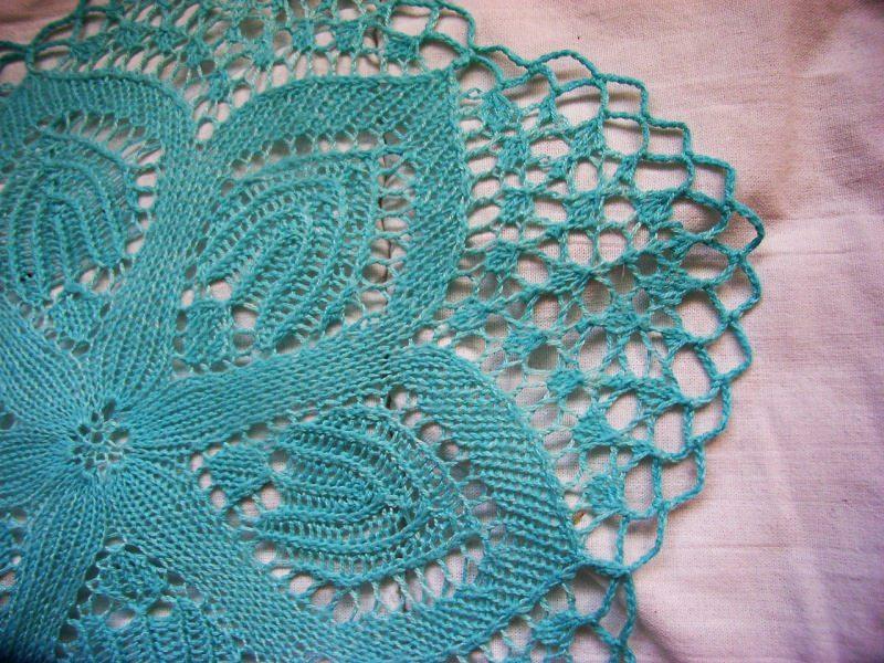 Kleinesbild - * sommerliche Tischdecke *  32 cm hellblau für alle die Farben lieben   wunderschönes Muster   Deckchen  bringt Farbe ins Leben
