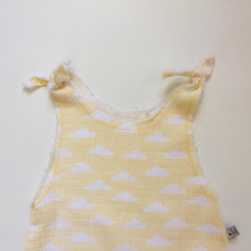 Kleinesbild - Baby Overall Jumper Romper  HITZEFREI mit Wolken aus Musselin gelb vom zimtbienchen für Mädchen und Jungen Größe 50/56