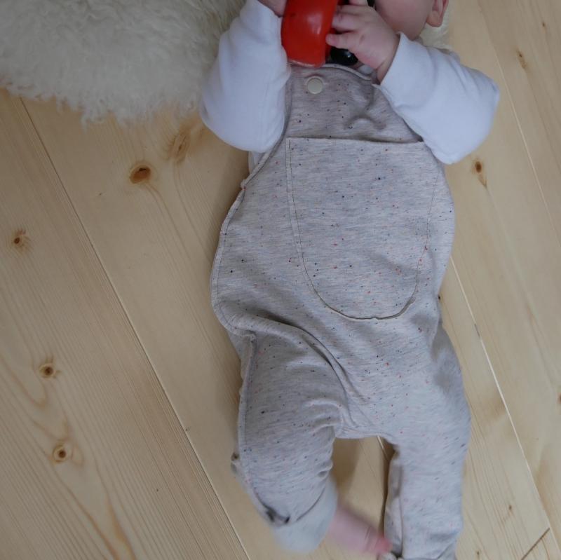 Kleinesbild -  Latzhose Modell  KONFETTI Jumper Romper Sweat für Baby und Kind vom zimtbienchen 44/98