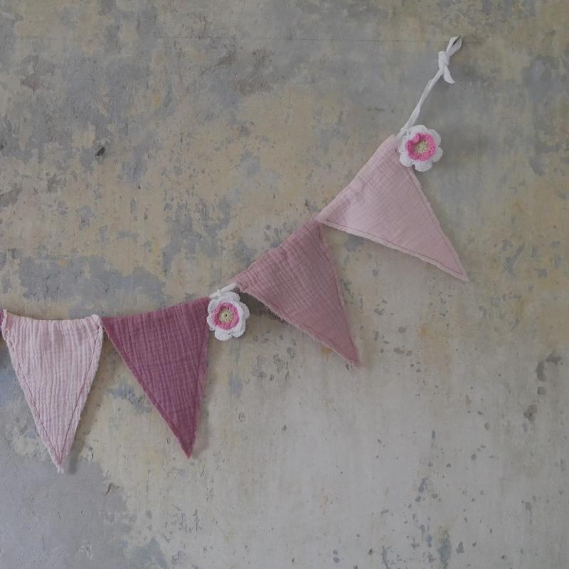 Kleinesbild - Wimpelkette ROSE vom zimtbienchen Girlande mit Rose gehäkelt