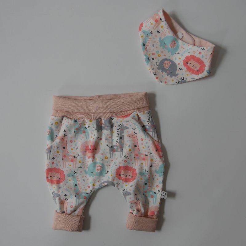 - Neugeborenenset SAFARI BIOBaumwolle 2-teilig  Wendehalstuch Pumphose für Baby Größe 56 von zimtbienchen - Neugeborenenset SAFARI BIOBaumwolle 2-teilig  Wendehalstuch Pumphose für Baby Größe 56 von zimtbienchen
