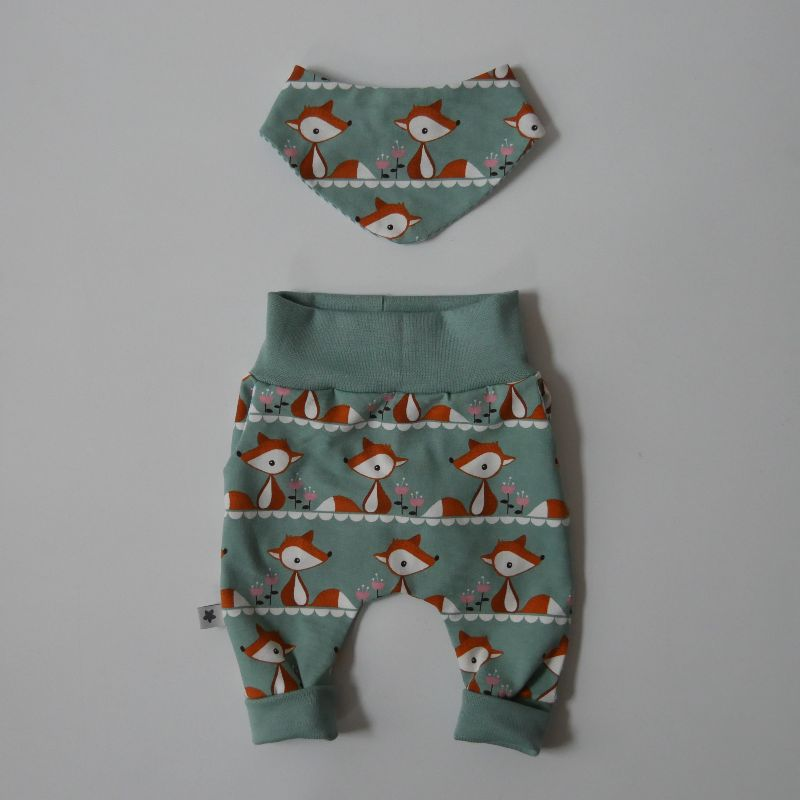 - 2 teiliges Set FOXI für Neugeborene Wendehalstuch Pumphose dustymint für Baby GRöße 56 von zimtbienchen    - 2 teiliges Set FOXI für Neugeborene Wendehalstuch Pumphose dustymint für Baby GRöße 56 von zimtbienchen