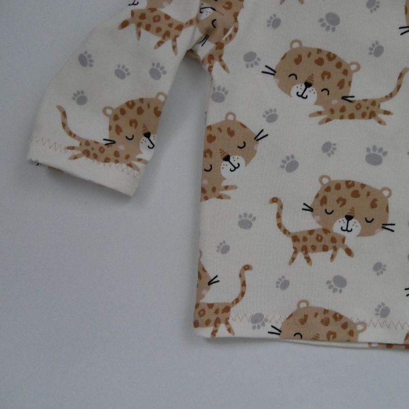 Kleinesbild - LEOPARD Baby T-Shirt mit Langarm aus BIOBaumwolle Handarbeit von zimtbienchen