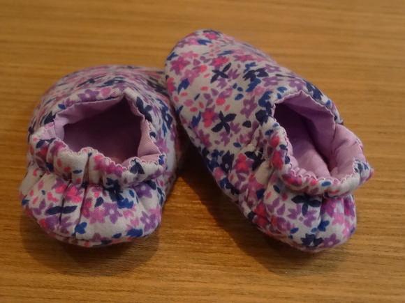 Kleinesbild - Babyschuhe drei verschiedene Größen aus Baumwolle