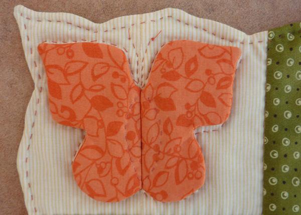 Kleinesbild - ♡ kleines Deckchen mit eingenähtem Schmetterling und Zackenrand