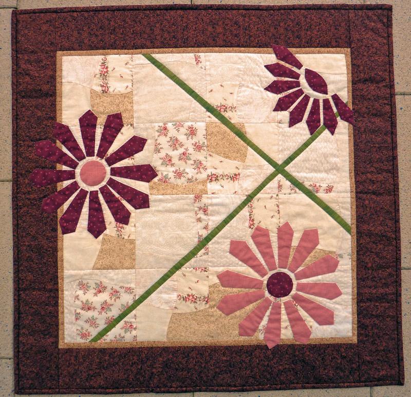 - ♡ besondere Mittel oder Wandbehang mit applizierten Blüten - ♡ besondere Mittel oder Wandbehang mit applizierten Blüten