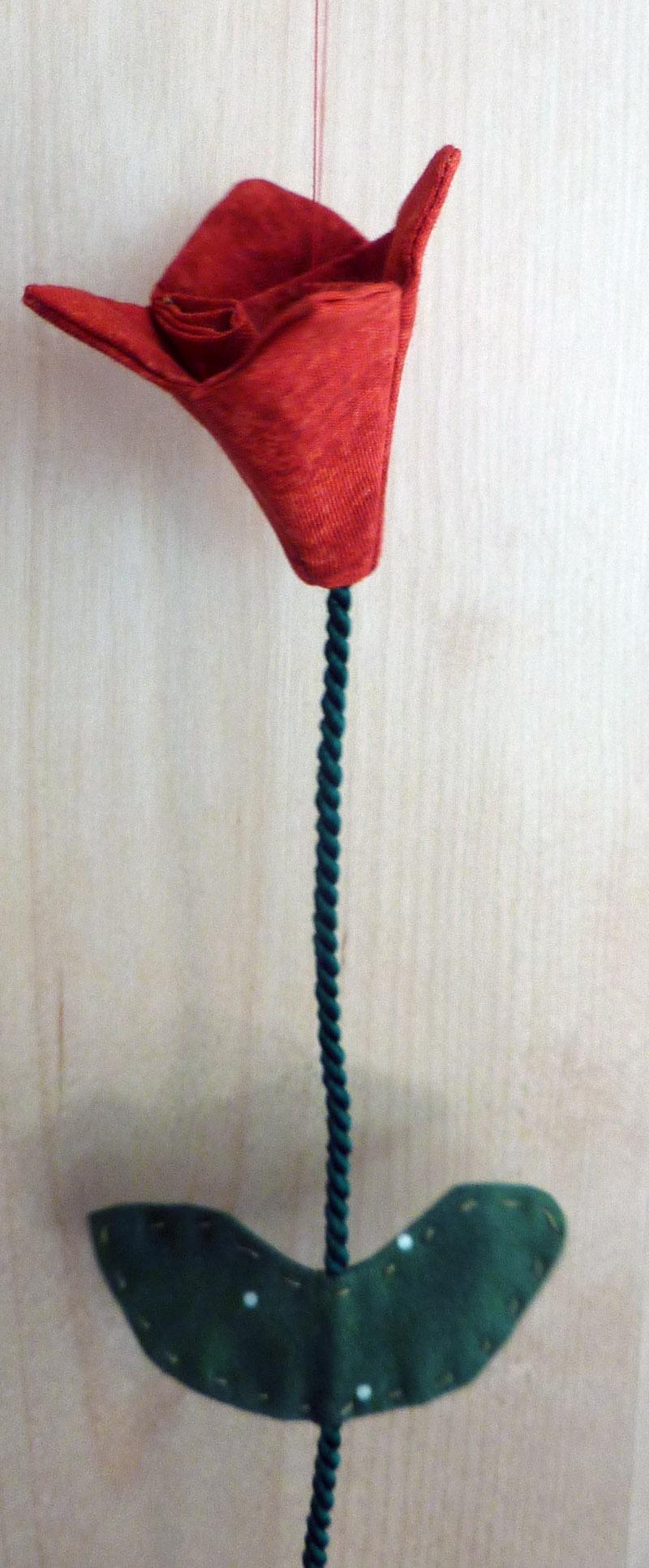 Kleinesbild - ♡ Tulpen als Fensterdeko aus unifarbenen Patchworkstoffen (rot)