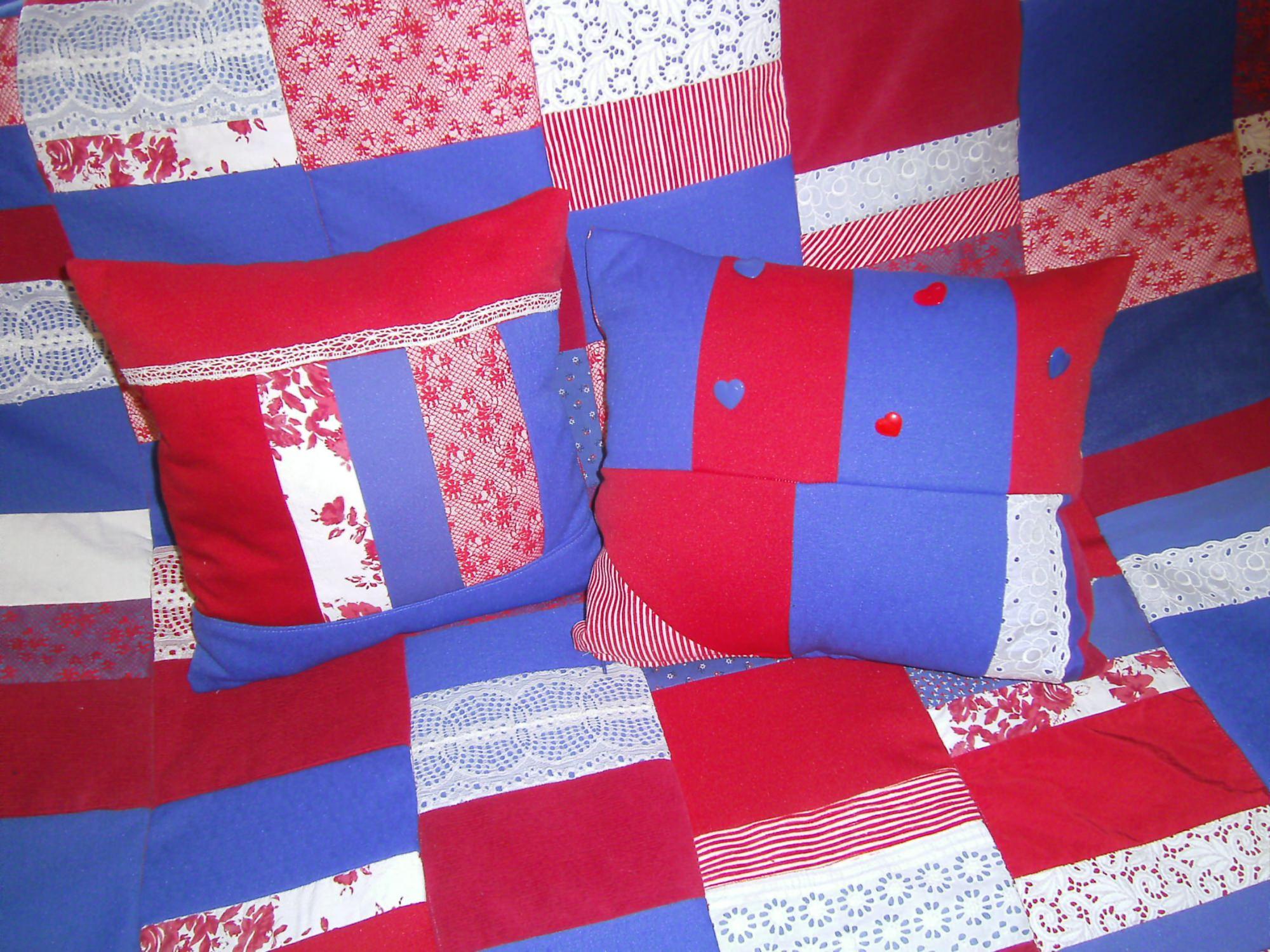 Kleinesbild - rot-blau-weiße Patchworkdecke