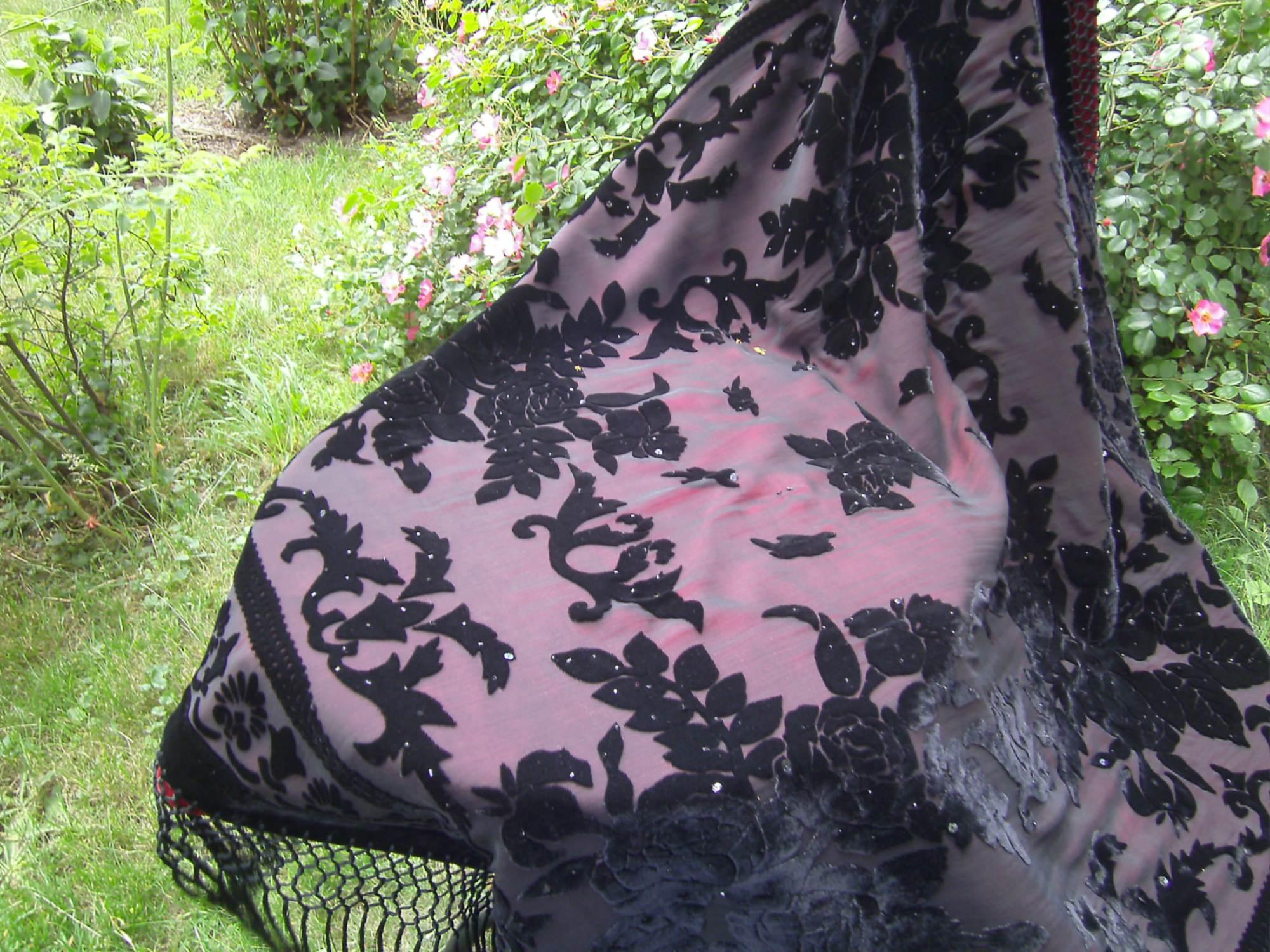 Kleinesbild - bordeauxfarbene Decke aus Samt und Seide