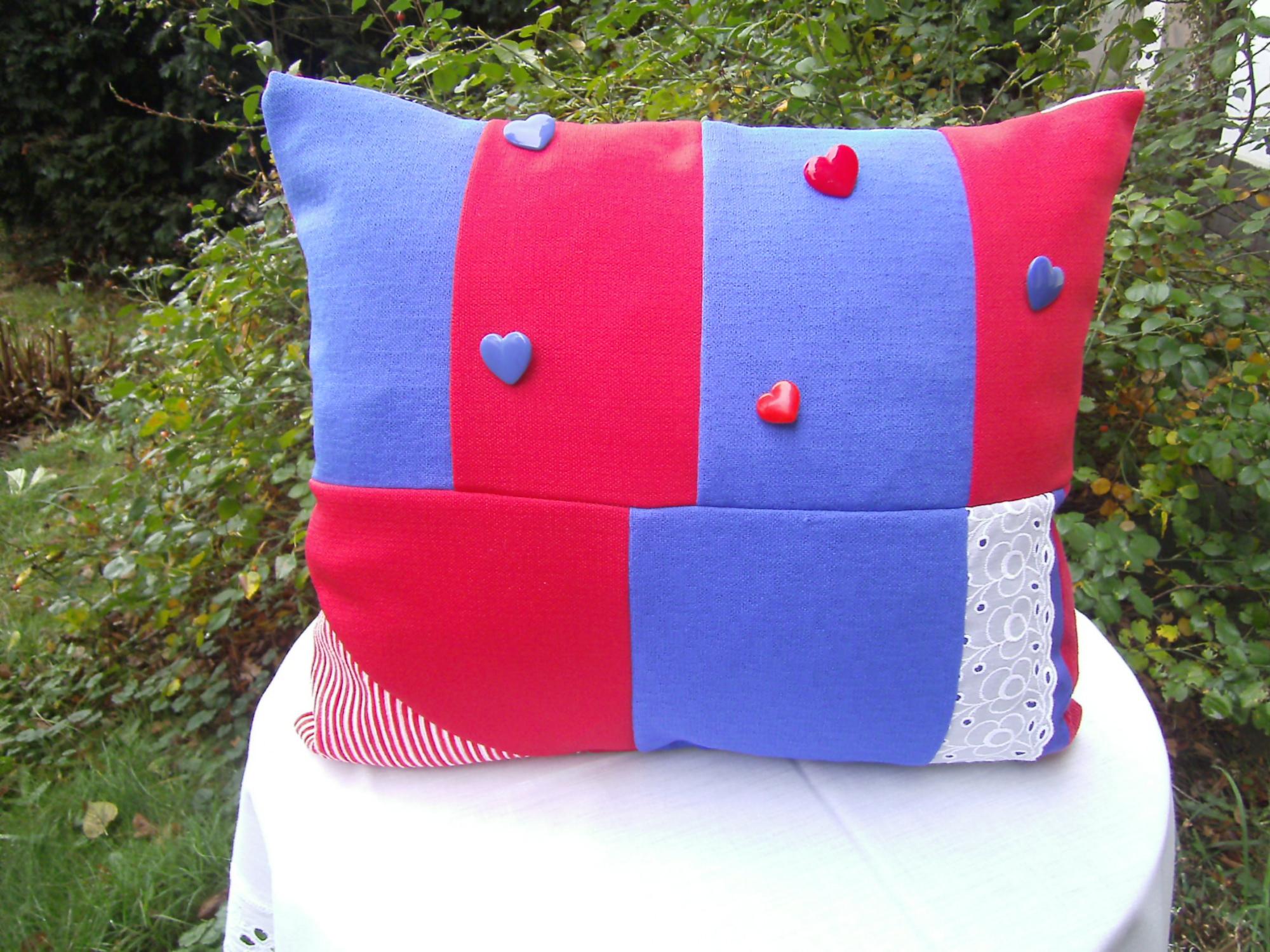 Kleinesbild - rot-blaues Patchworkkissen