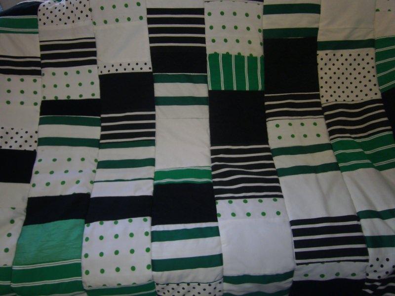 Kleinesbild - grüne Patchworkdecke