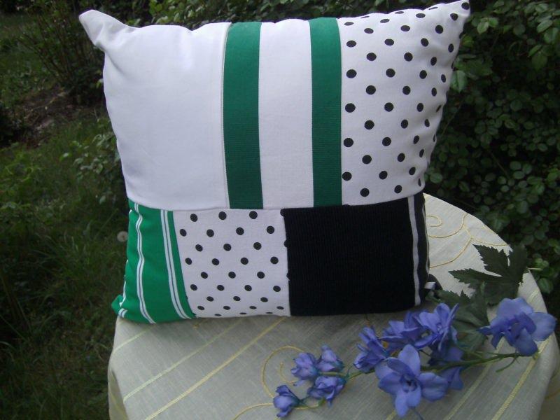 - grün-weiß-schwarzes Patchworkkissen - grün-weiß-schwarzes Patchworkkissen