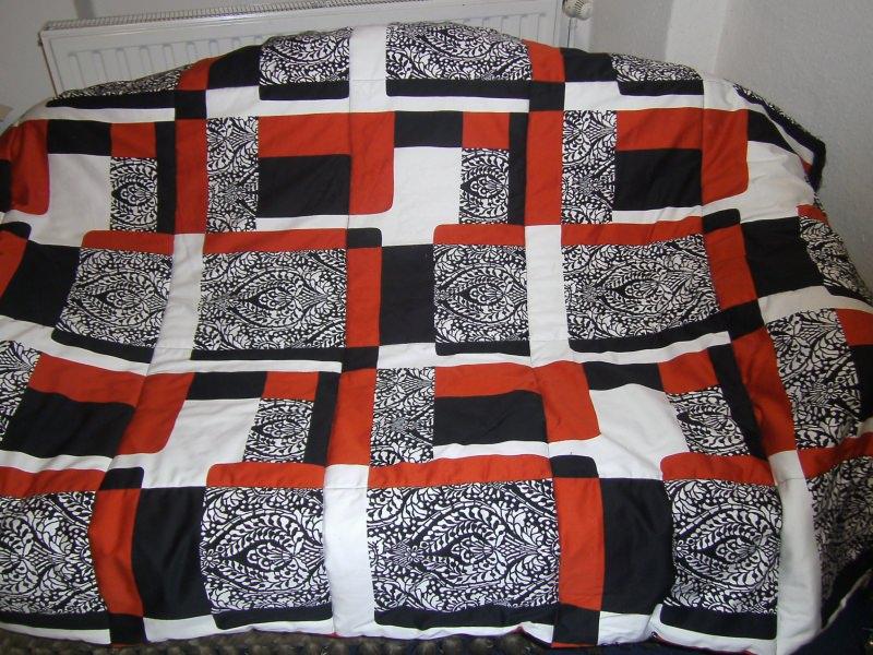 - orange-schwarz-weiße Decke in Patchworkoptik - orange-schwarz-weiße Decke in Patchworkoptik