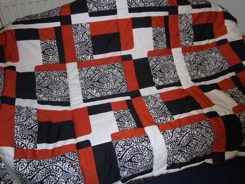Kleinesbild - orange-schwarz-weiße Decke in Patchworkoptik