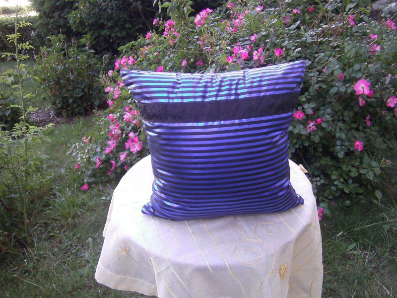 Kleinesbild - blau-schwarz-gestreiftes Kissen  Nr.2