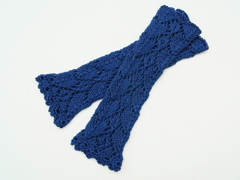 Kleinesbild - Armstulpen kornblumenblau Baumwolle handgestrickt Lochmuster filigran