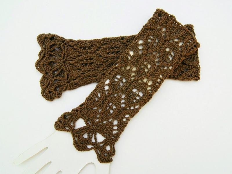 Kleinesbild - Armstulpen braun taupe dunkel Baumwolle handgestrickt Lochmuster filigran