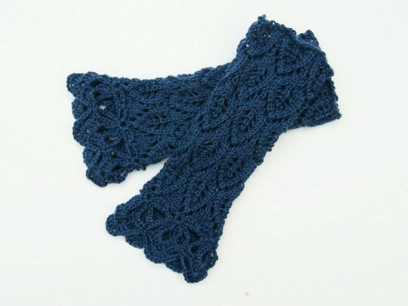 Kleinesbild - Armstulpen blau jeansblau Wolle Mischgarn handgestrickt Lochmuster