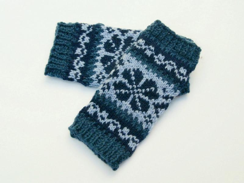 Kleinesbild - Armstulpen Blautöne Wolle Mischgarn handgestrickt Norwegermuster mit Blume