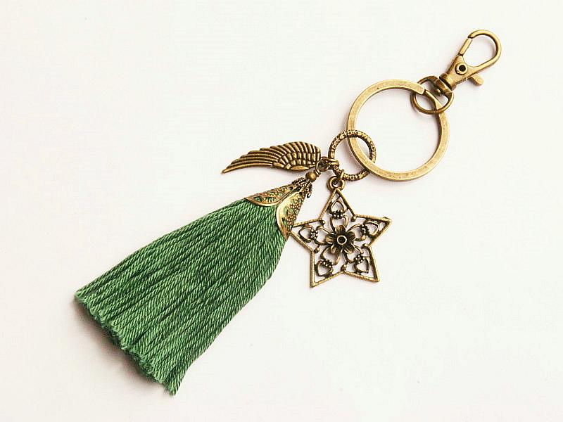 Kleinesbild - Schlüsselanhänger Taschenanhänger Glücksbringer Stern Flügel Quaste grün