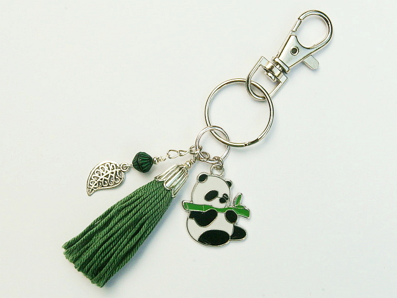 Kleinesbild - Schlüsselanhänger Taschenanhänger Panda emailliert Quaste grün