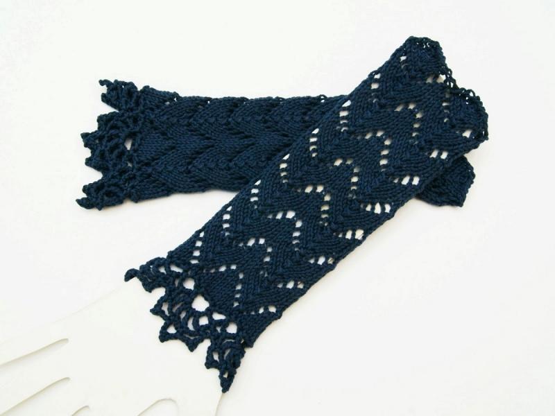 Kleinesbild - Armstulpen dunkelblau blau Baumwolle handgestrickt Lochmuster filigran