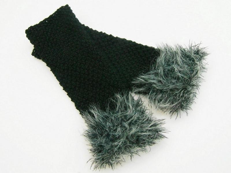 Kleinesbild - Armstulpen Pulswärmer schwarz und  Grautöne handgestrickt mit Kuschelrand Wollemischung