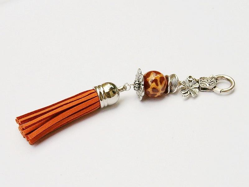 Kleinesbild - Schlüsselanhänger Taschenanhänger Glücksbringer Klee Quaste rostorange Edelstein Feuerachat Kettenanhänger