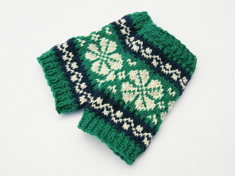 Kleinesbild - Armstulpen Pulswärmer smaragd dunkelblau natur handgestrickt Norwegermuster mit Blume