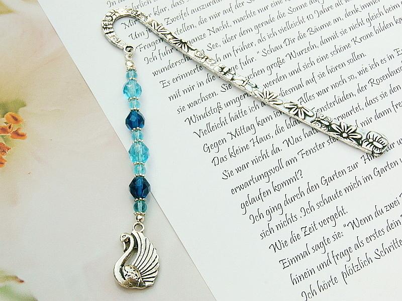 - Lesezeichen groß Metall Schwan Glasschliffperlen Blautöne - Lesezeichen groß Metall Schwan Glasschliffperlen Blautöne