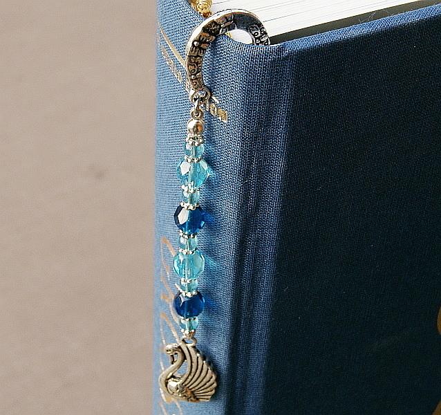 Kleinesbild - Lesezeichen groß Metall Schwan Glasschliffperlen Blautöne
