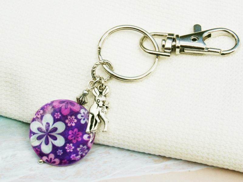 Kleinesbild - Schlüsselanhänger Rehkitz bunte Perlmutt Scheibe mit Blumen Taschenanhänger