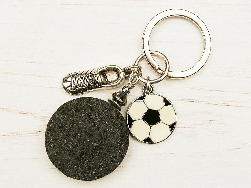 - Schlüsselanhänger Fußball Fußballschuh Lava schwarz  - Schlüsselanhänger Fußball Fußballschuh Lava schwarz