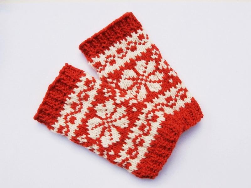 Kleinesbild - Armstulpen rotorange natur ohne Wolle handgestrickt Norwegermuster mit Blume