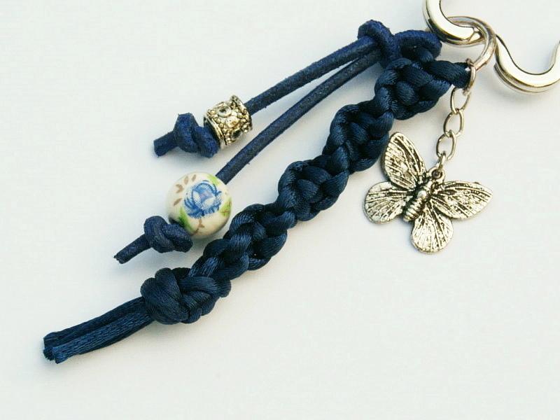 - Schlüsselanhänger Schmetterling Blume Makramee blau - Schlüsselanhänger Schmetterling Blume Makramee blau