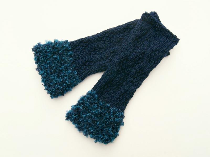 Kleinesbild - Armstulpen Pulswärmer Blau Blumenmuster handgestrickt mit Kuschelrand