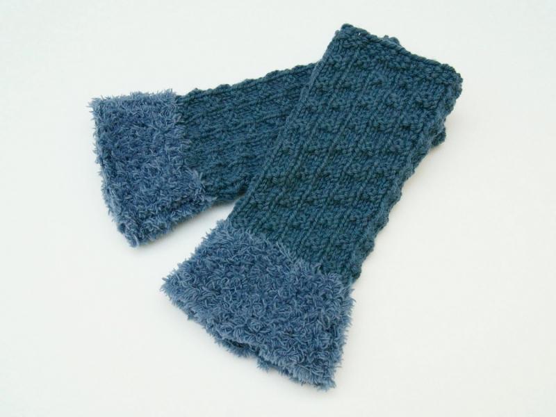 Kleinesbild - Armstulpen Pulswärmer blau jeansblau ohne Wolle  handgestrickt mit Kuschelrand