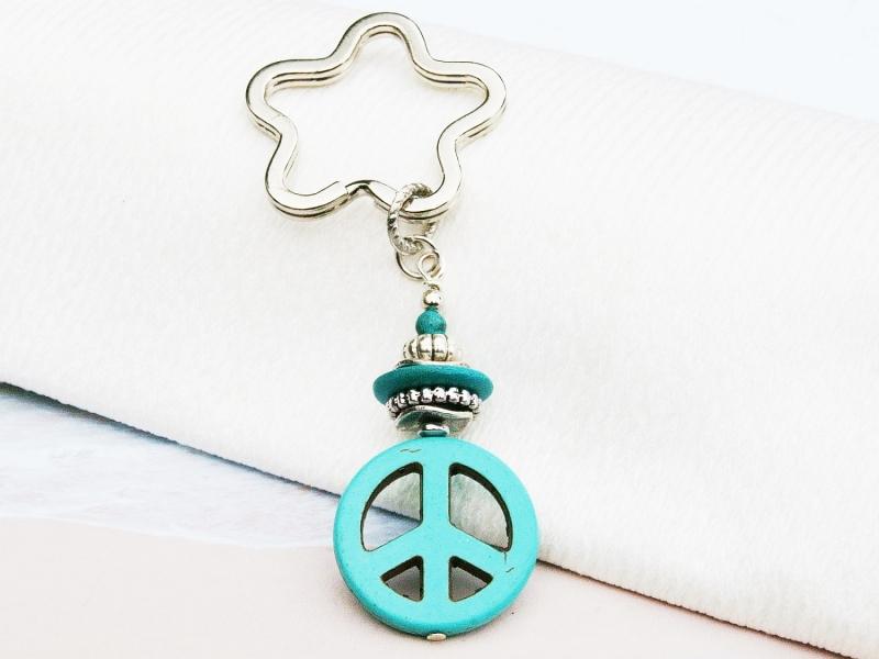 Kleinesbild - Schlüsselanhänger peace Howlith türkis Taschenanhänger