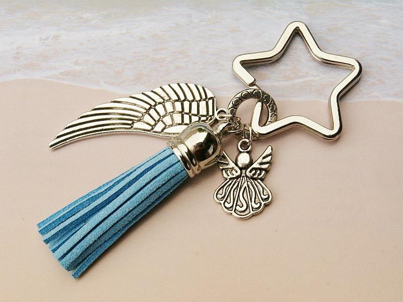 Kleinesbild - Schlüsselanhänger Taschenanhänger Glücksbringer Engel Flügel Quaste hellblau
