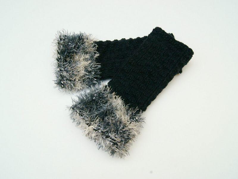 Kleinesbild - Armstulpen Pulswärmer schwarz ohne Wolle  handgestrickt mit Kuschelrand