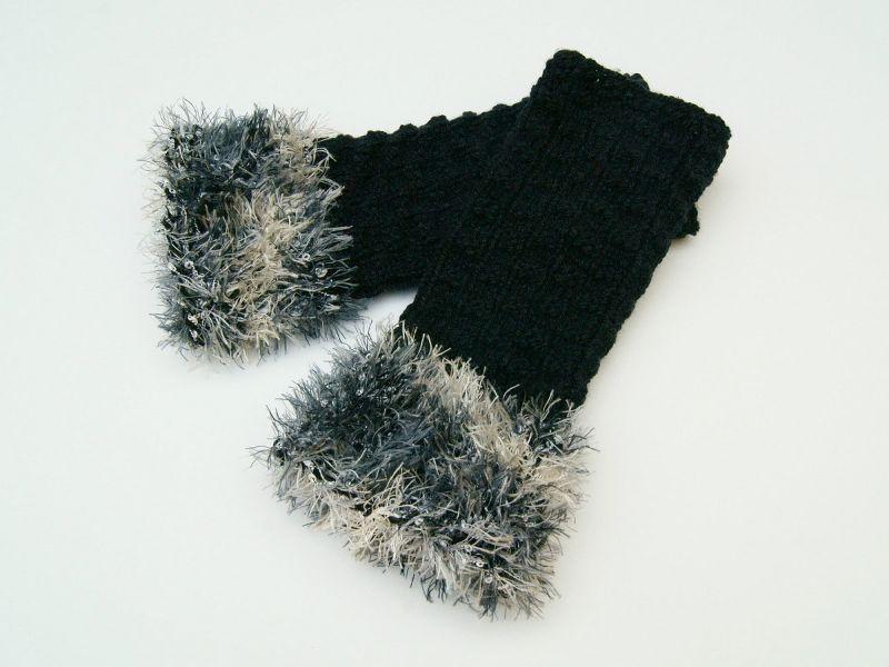 - Armstulpen Pulswärmer schwarz ohne Wolle  handgestrickt mit Kuschelrand   - Armstulpen Pulswärmer schwarz ohne Wolle  handgestrickt mit Kuschelrand