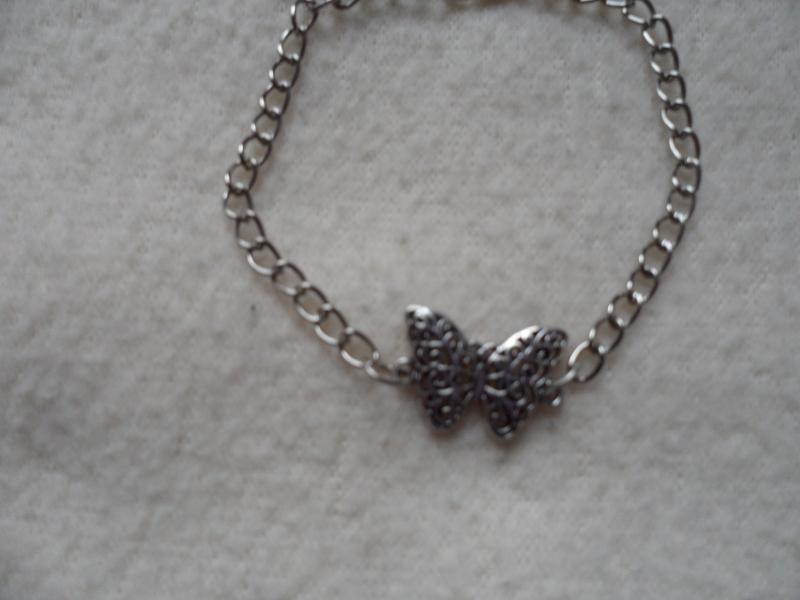 Kleinesbild - Infinitiv Armband mit Filigranen Schmetterling
