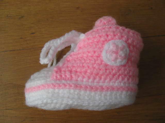 Kleinesbild - Babyschuhe, gehäkelt, rosa, 9 cm (0-3 Monate)