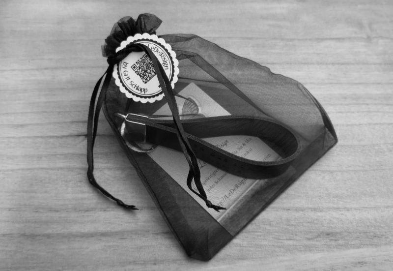 Kleinesbild - Schlüsselanhänger mit Wunschtext - handgestempelt - Rindsleder - personalisiert